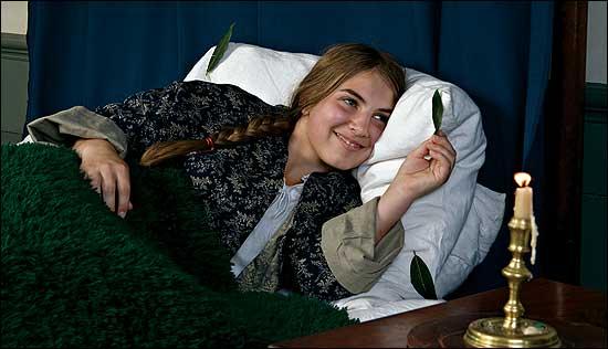 """Résultat de recherche d'images pour """"bay leaves corner pillow"""""""