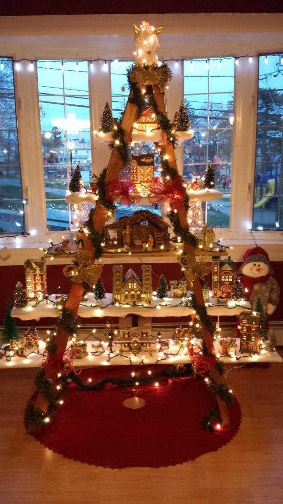 Christmas Tree Decorating Idea Ladder Display Shelf | Country ...