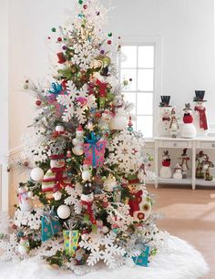 Christmas Tree Decorating Idea – Very Large Ornaments | Country ...